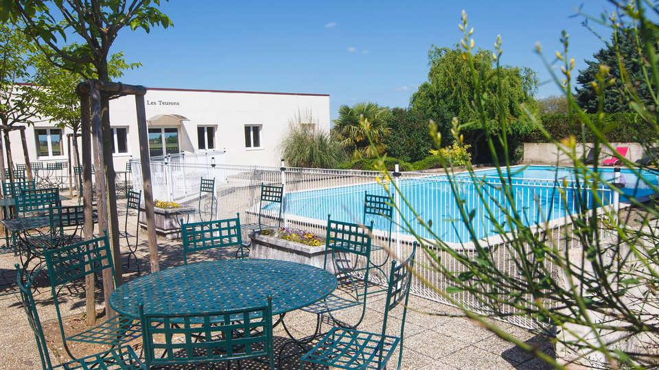Kyriad Prestige Beaune Le Panorama - edit_terras1.jpg