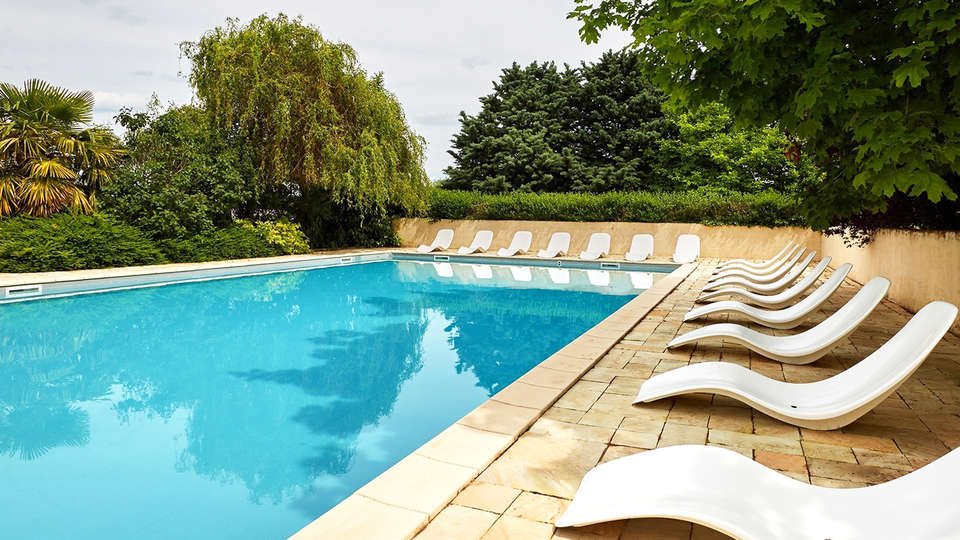 Kyriad Prestige Beaune Le Panorama - edit_pool.jpg