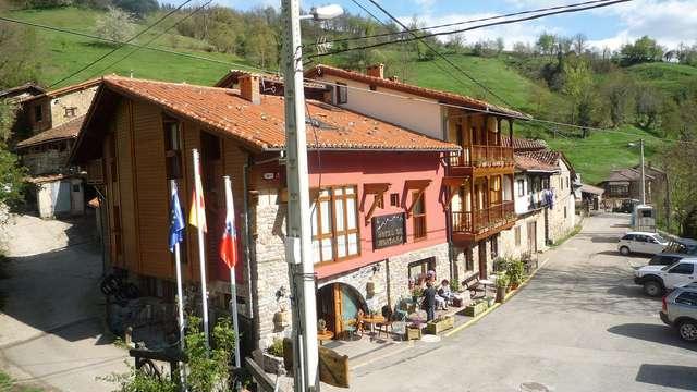 Escapada rural con Visita a la orujera y a la quesería en los Picos de Europa