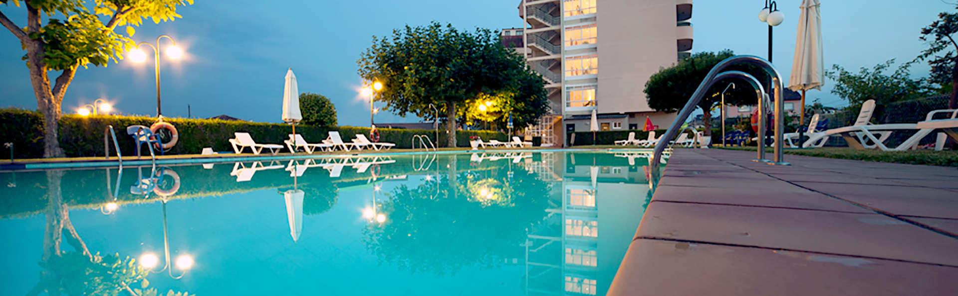 Hotel Ría Mar - Edit_Pool3.jpg