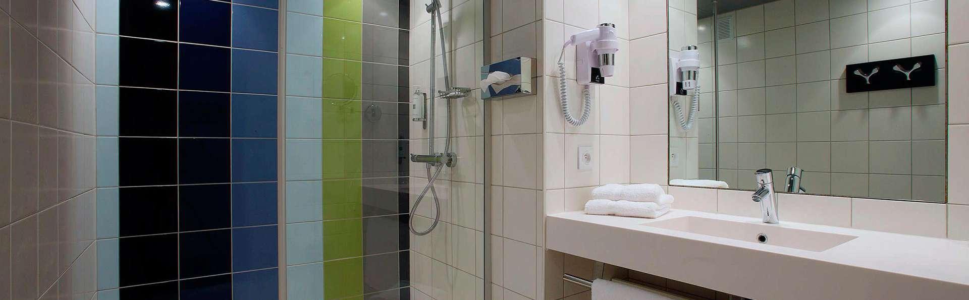 Hôtel le Cinq Hyper Centre Chambéry - edit_bathroom.jpg