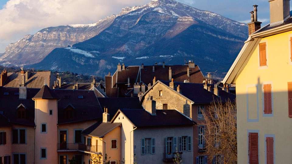 Hôtel le Cinq Hyper Centre Chambéry - edit_views.jpg