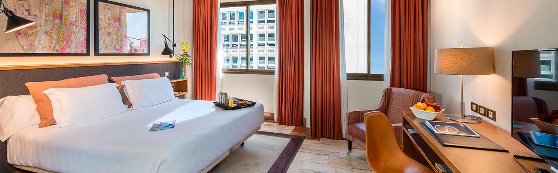 Escapade romantique avec chocolats et cava dans la chambre pour un plaisir en toute intimité