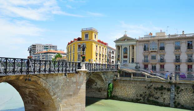Descubre la ciudad de Murcia en un cómodo hotel con cava y parking incluidos