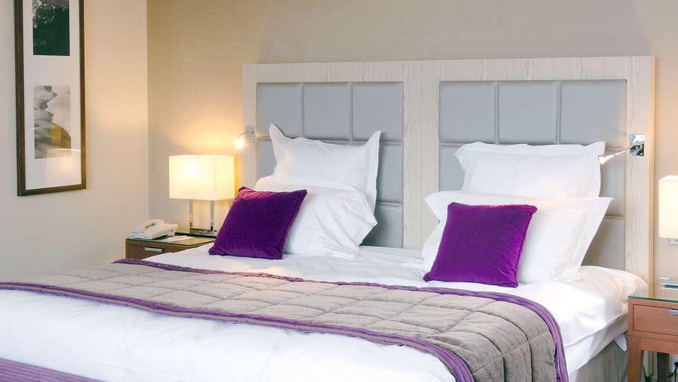 Hilton Évian les Bains - Edit_Room5.jpg