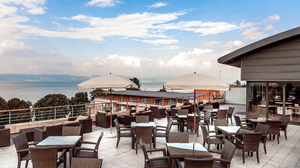 Hilton Évian les Bains - Edit_Terrace2.jpg