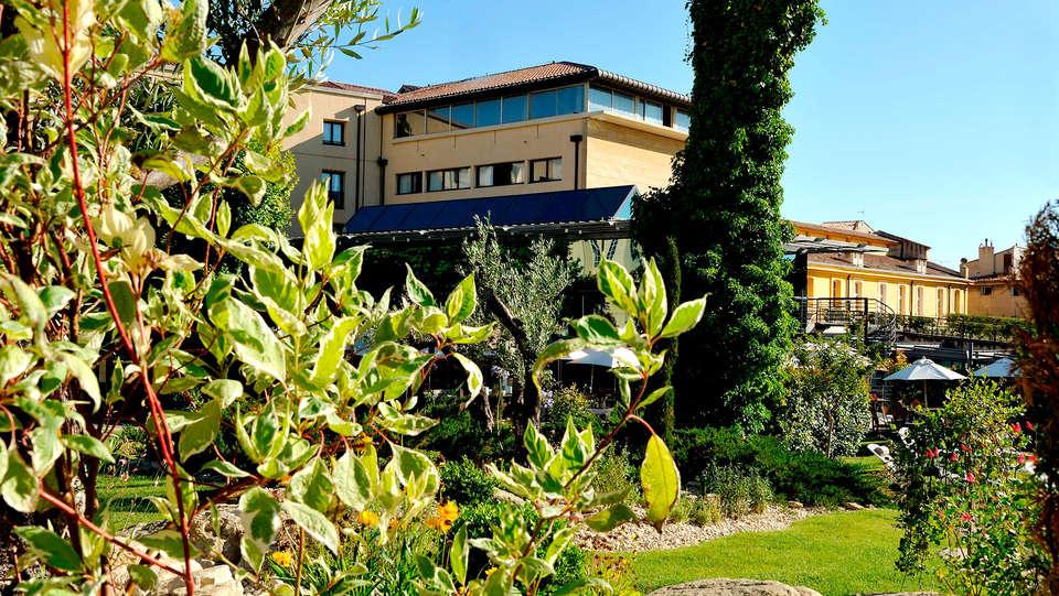 Hôtel Aquabella - Edit_front2.jpg