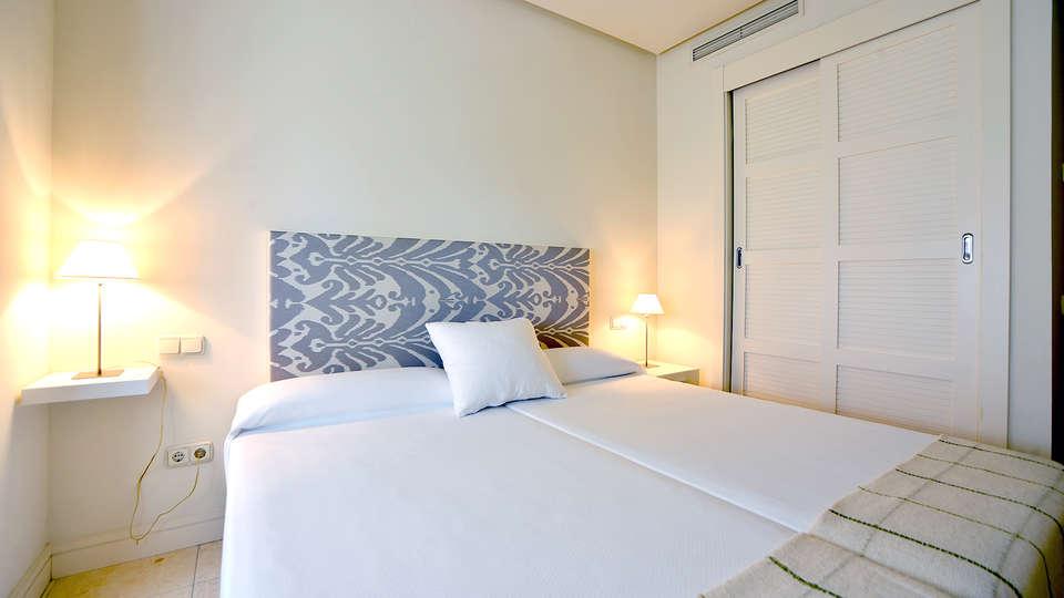 Aparthotel Novo Resort - Edit_Room2.jpg