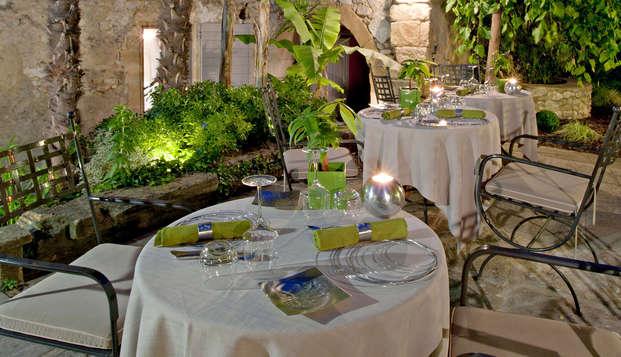 Escapada gourmet con cena gastronómica en el pueblo medieval de Collias, cerca de Uzès