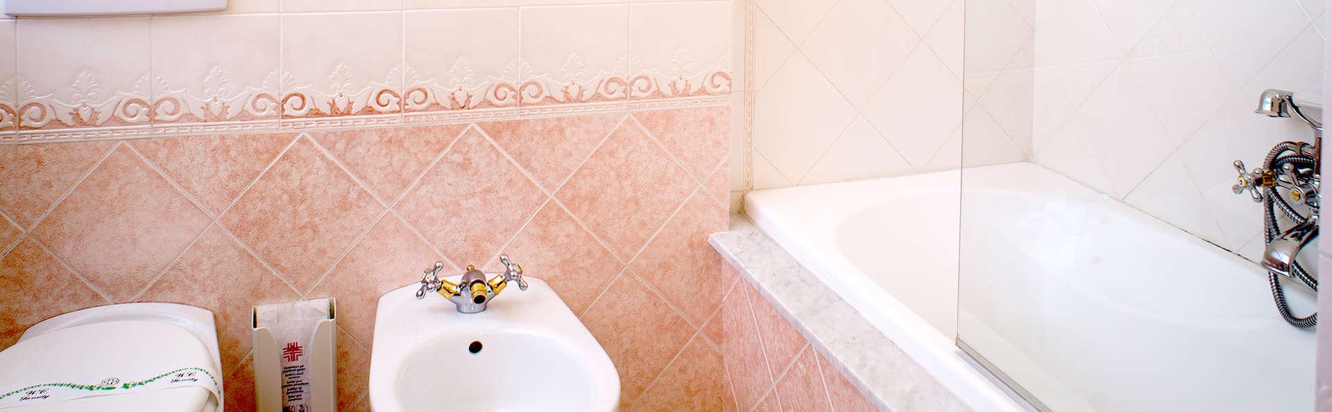 Hotel Astoria - Edit_bath2.jpg