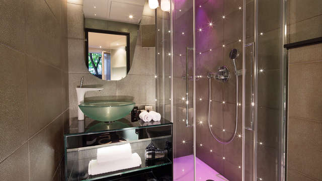 Platine Hotel et Spa - bathroom