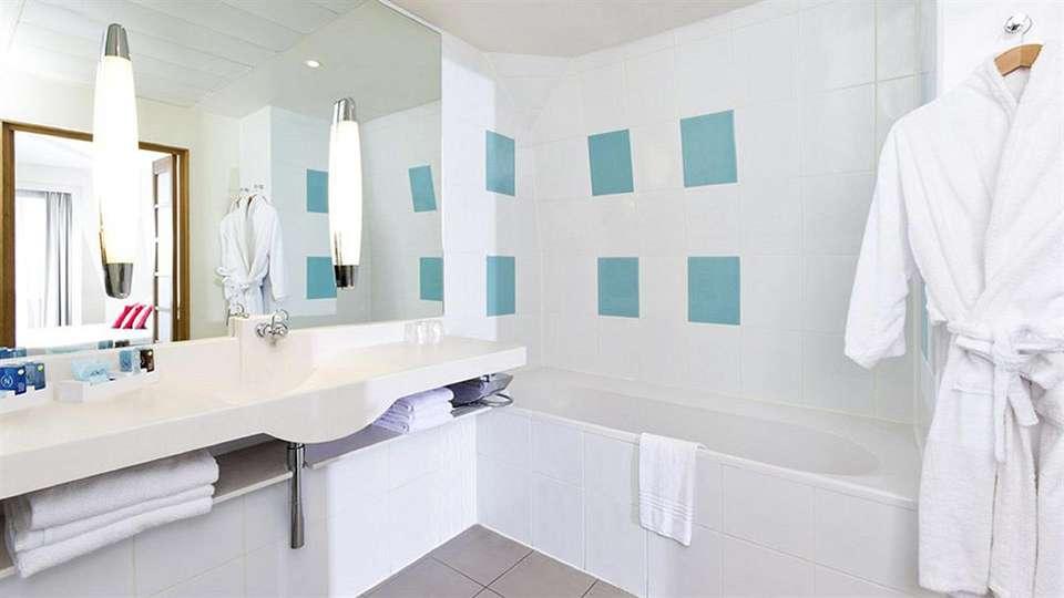 Novotel Château de Maffliers - edit_bathroom1.jpg