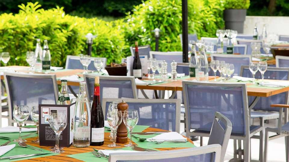 Novotel Château de Maffliers - edit_terrasse.jpg