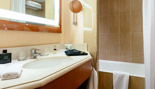 Clarion Suites Cannes Croisette - bathroom