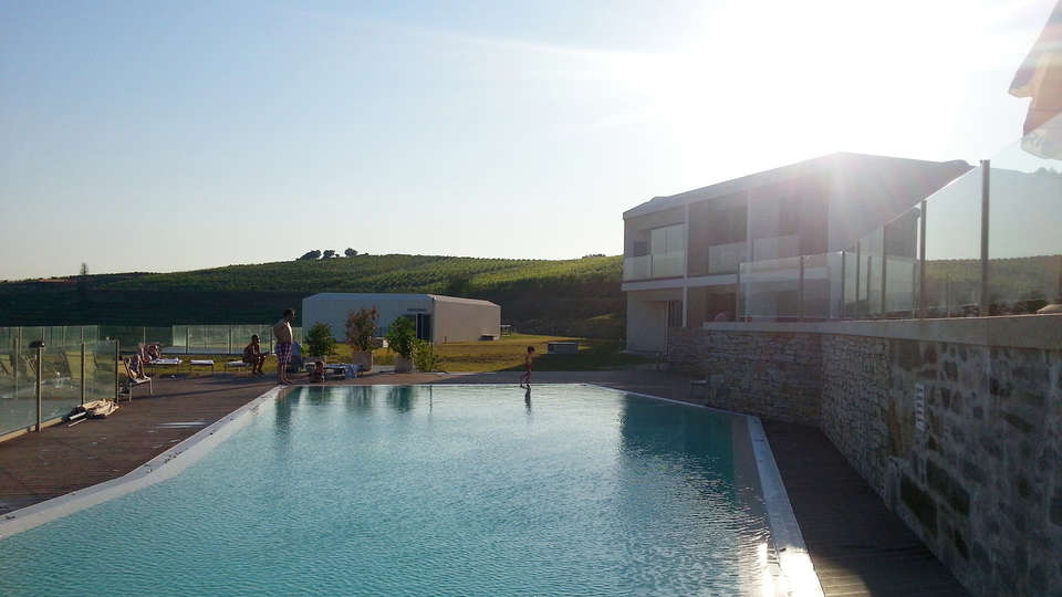 Hotel Douro Scala - edit_pool.jpg