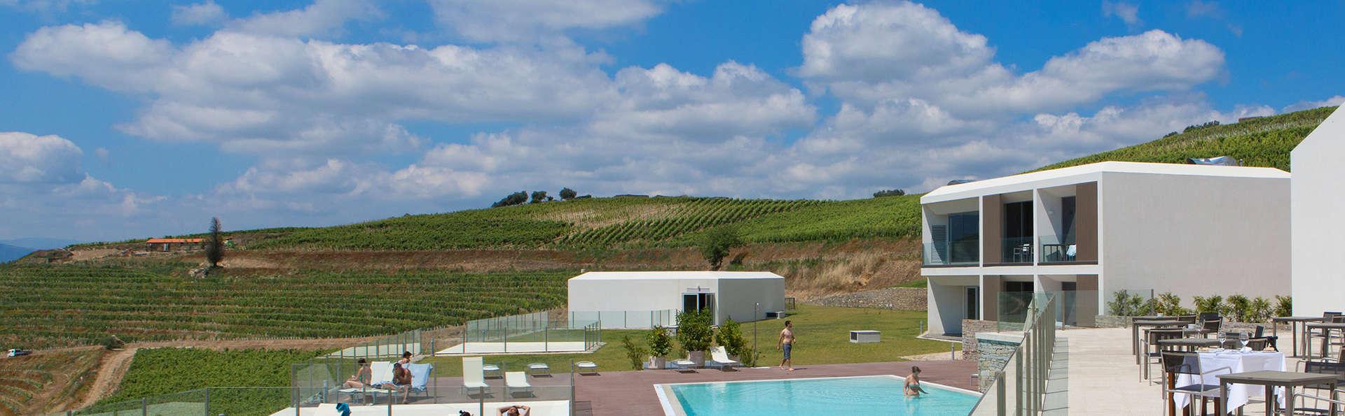 Hotel Douro Scala - edit_pool1.jpg