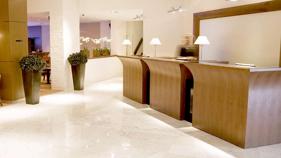 Bilderberg Garden Hotel - Edit_Reception.jpg