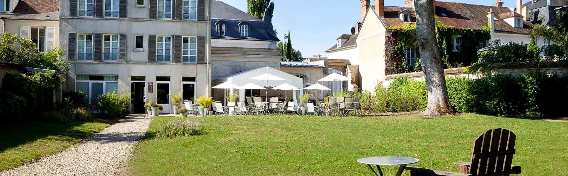Hôtel Victoria - Fontainebleau - edit_garden93.jpg