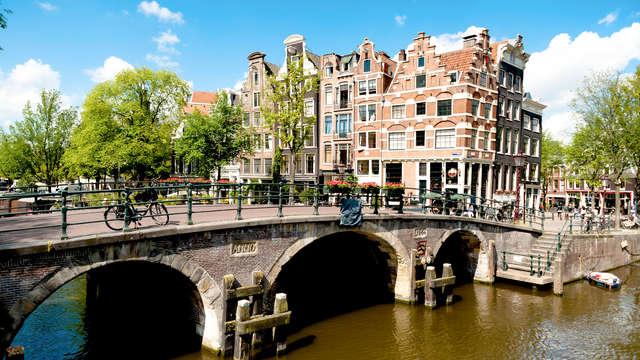 Luxe en charme nabij Museumplein in Amsterdam (non-refundable)