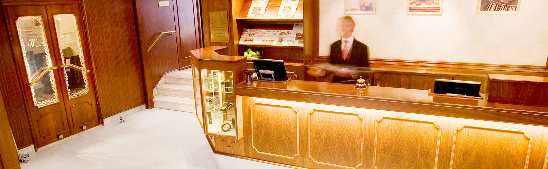 Bilderberg Hotel Jan Luyken  - Edit_reception.jpg