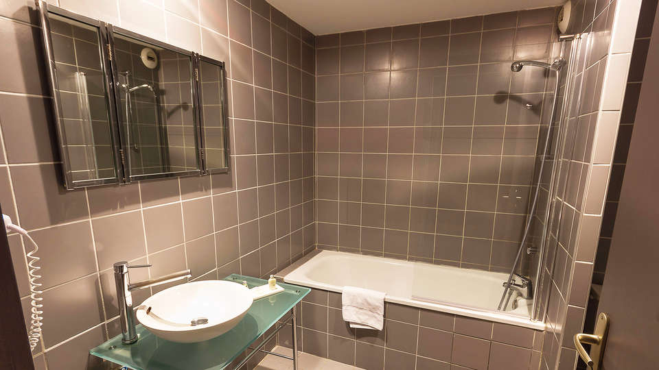 Quality Hotel Le Cervolan - edit_bathroom.jpg