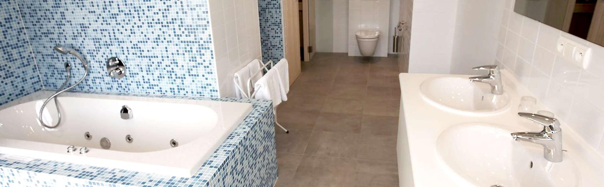 Mont-des-Pins  - Edit_Bath.jpg