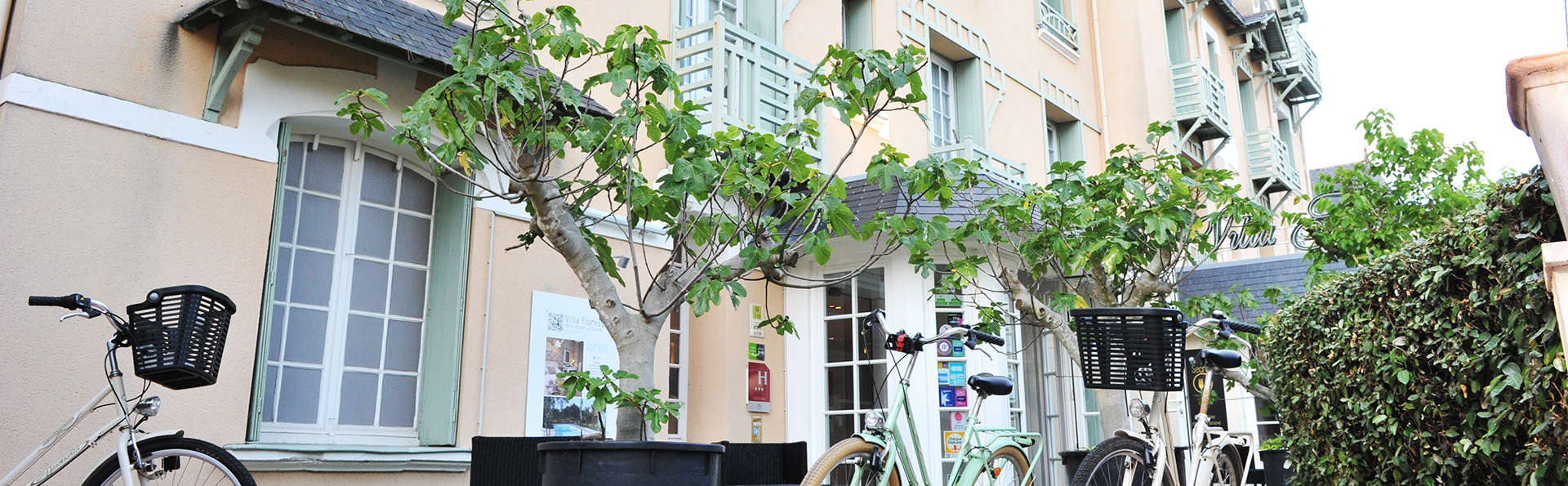 Villa Flornoy - edit_front_bikes.jpg