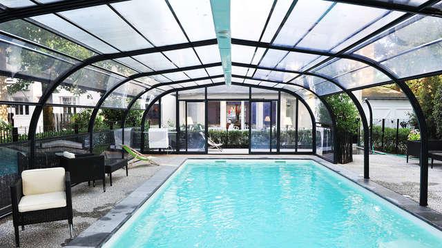 1 accès à la piscine extérieure couverte et chauffée