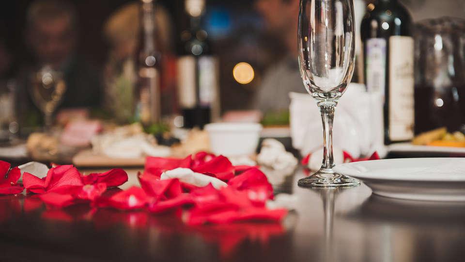 Grand Hôtel des Lecques - edit_romantic_diner.jpg