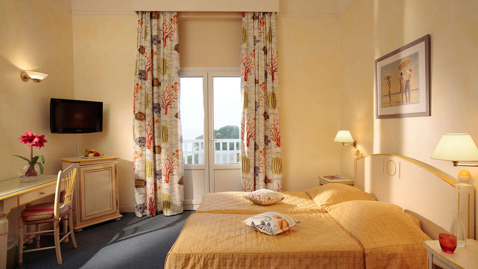 Grand Hôtel des Lecques - edit_room.jpg