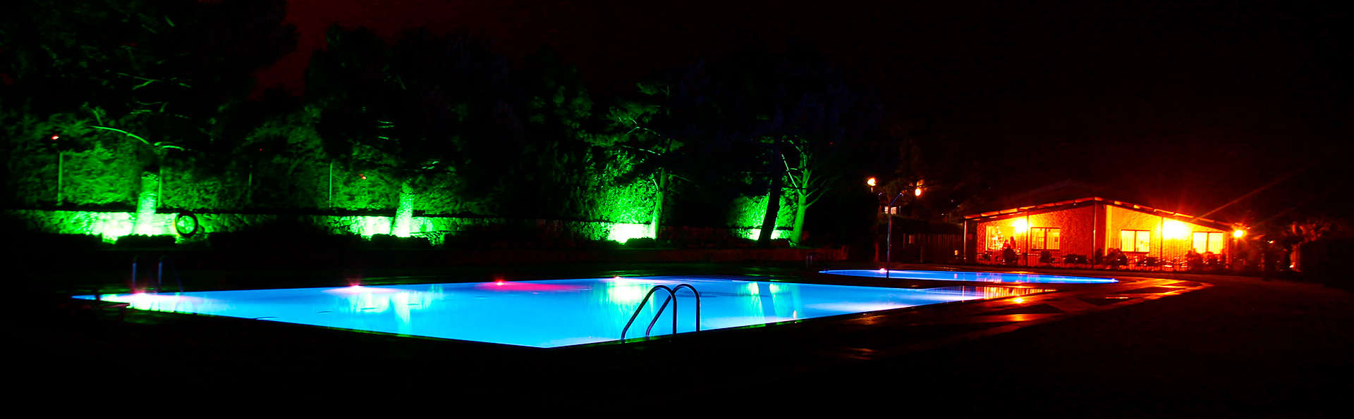 Prades Park Camping & Bungalow - edit_pool.jpg