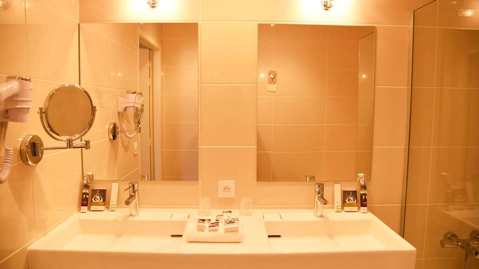 Mercure Aix-en-Provence Sainte-Victoire - edit_bathroom.jpg