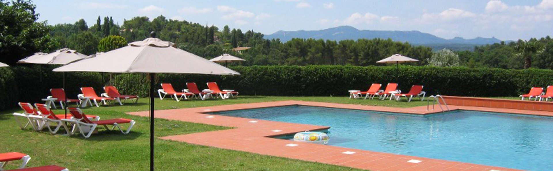 Séjour romantique avec chocolat et champagne dans un hôtel provençal avec piscine et restaurant