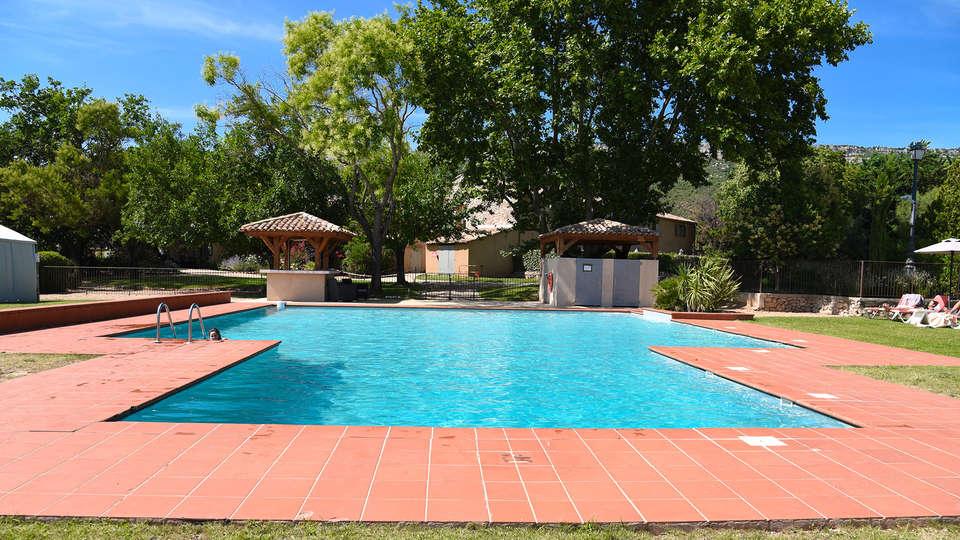 Mercure Aix-en-Provence Sainte-Victoire - edit_pool.jpg