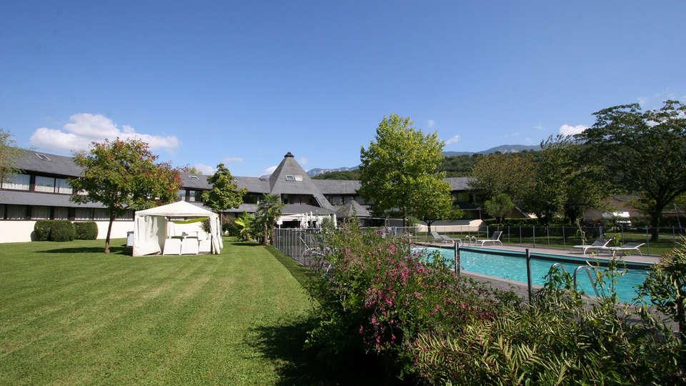 Quality Hotel Le Cervolan - edit_garden2.jpg