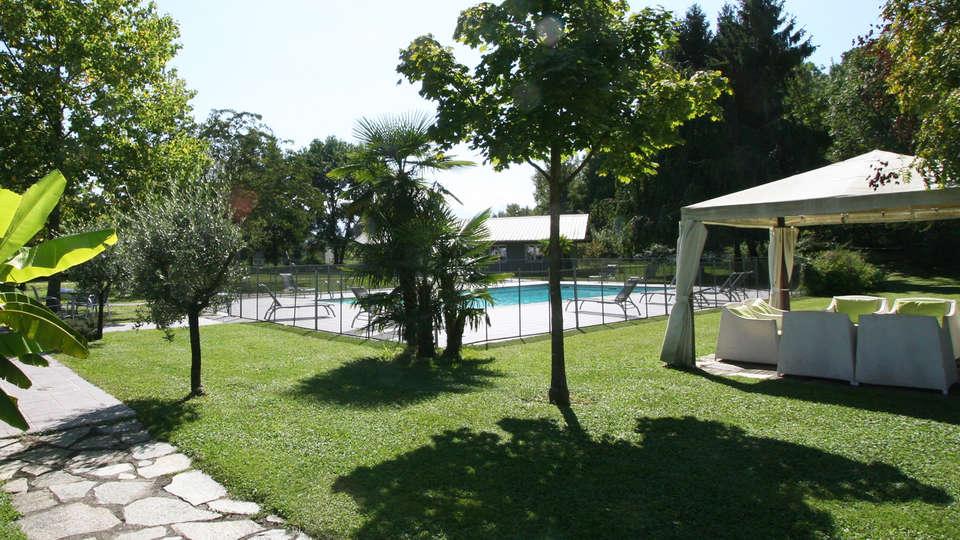 Quality Hotel Le Cervolan - edit_garden.jpg