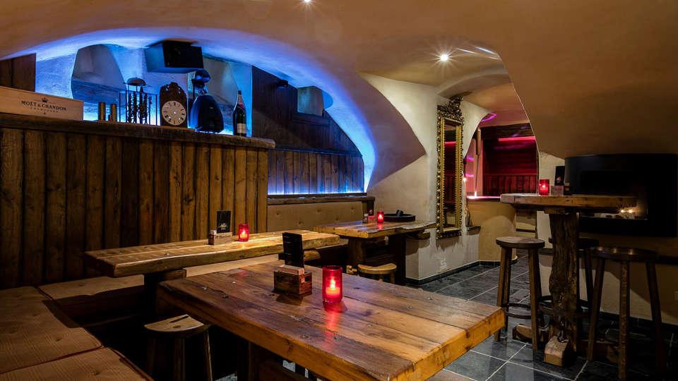 Château d'Urspelt - edit_bar.jpg