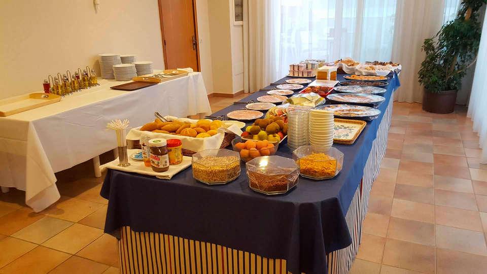 Hotel Santa Anna - edit_breakfast.jpg