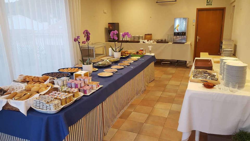 Hotel Santa Anna - edit_breakfast2.jpg