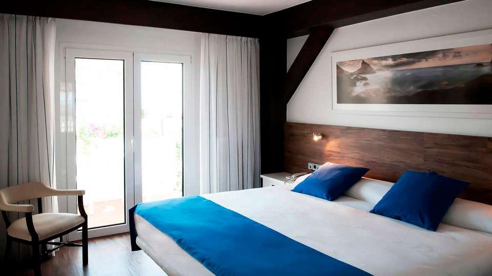 Hotel Santa Anna - edit_room.jpg