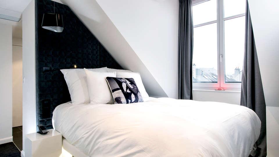 Hotel Vertigo - Edit_Room6.jpg