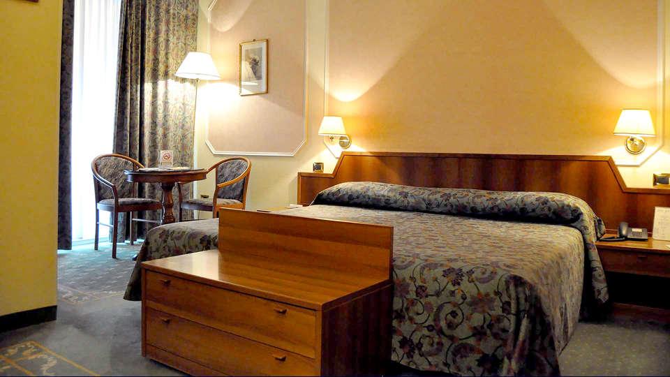 Hotel Elena - Edit_room4.jpg