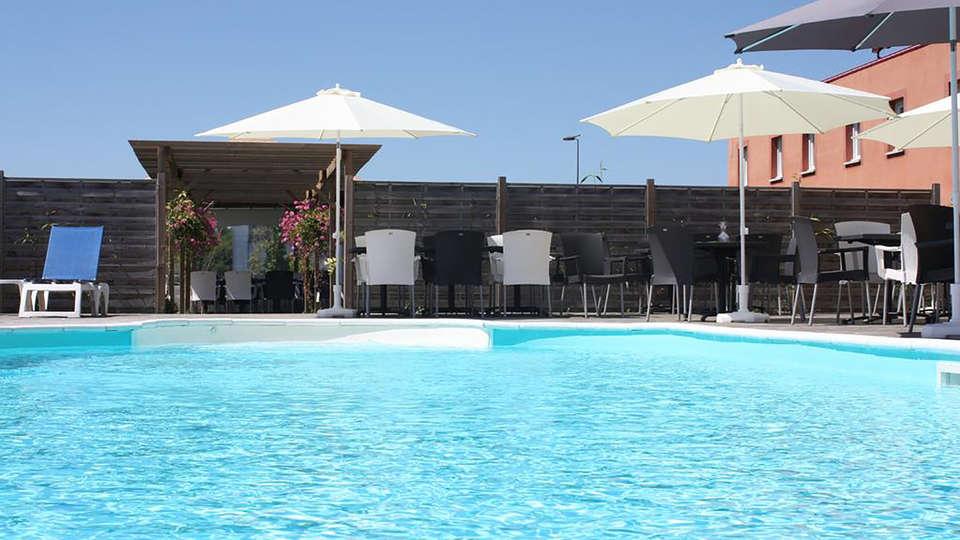 Hotel The Originals Honfleur Sud Spa (ex Inter-Hotel) - Edit_Pool.jpg