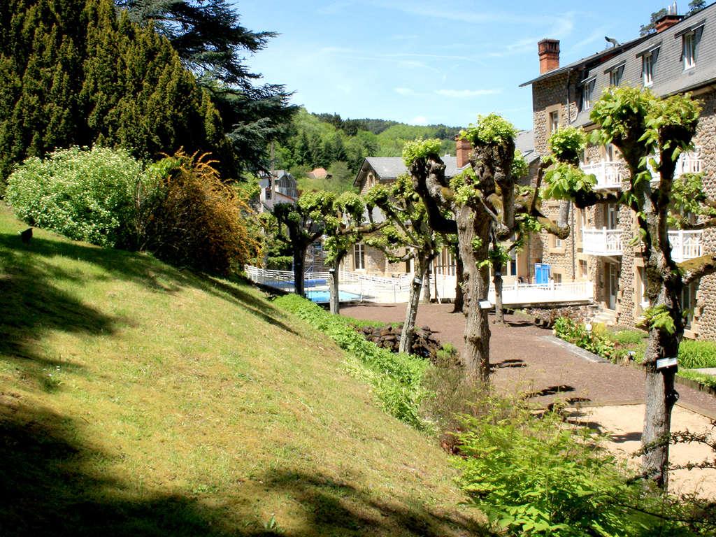 Séjour Auvergne - Moment de pure détente avec séance de bains à remous privatisée à Saint-Nectaire  - 3*
