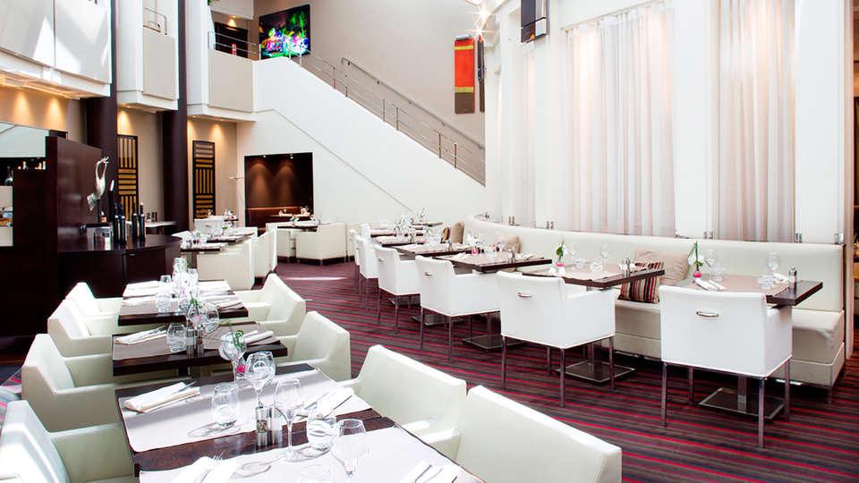 Sofitel Paris La Défense - EDIT_restaurant.jpg