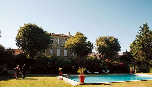 Encanto en un castillo cerca de Uzès, en Languedoc-Rosellón