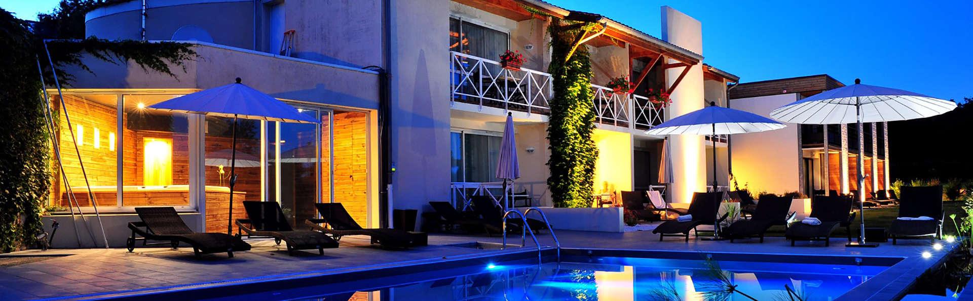 Hotel The Originals Les Jardins du Lac (ex Relais du Silence) - EDIT_pool.jpg