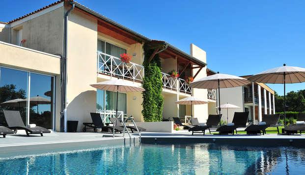 Hotel The Originals Les Jardins du Lac ex Relais du Silence - pool
