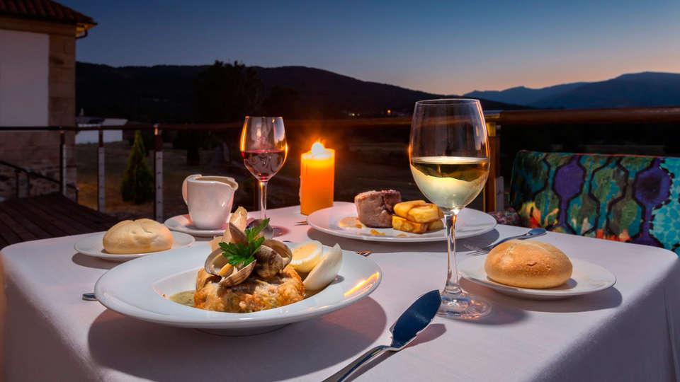 Izan Puerta de Gredos - EDIT_dinner.jpg