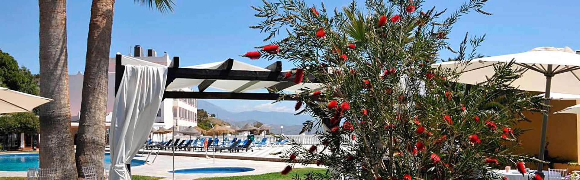 Hotel Salobreña suites - edit_garden_pool.jpg